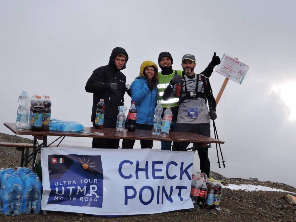 Almost 3000m - Ari and volunteers at one high checkpoint!