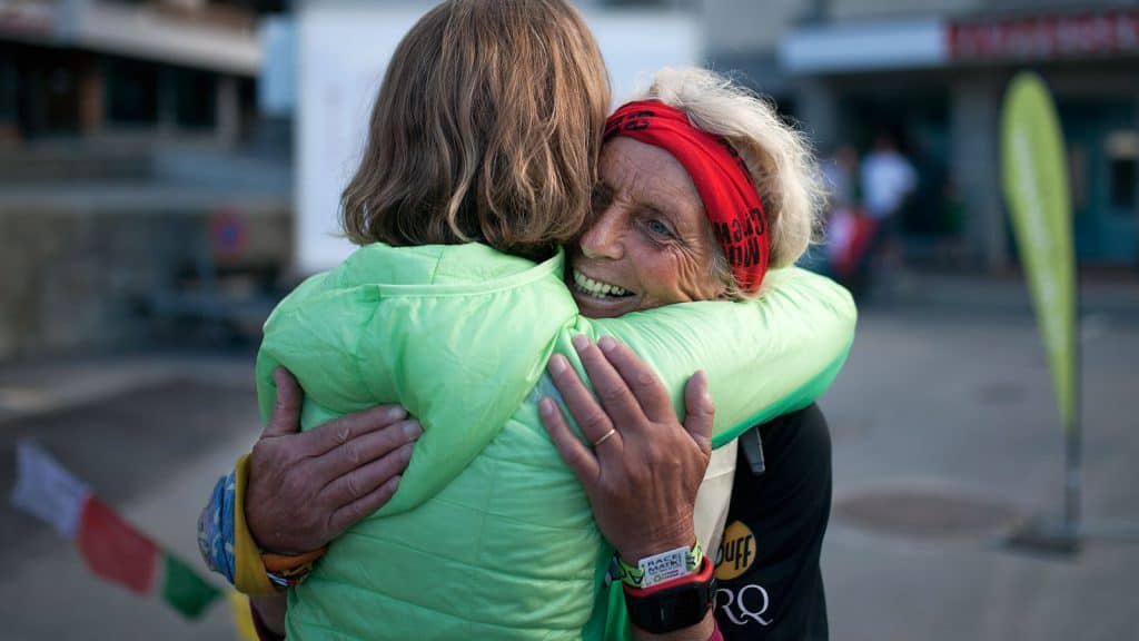 Lizzy greeting Bridget at the finish line in Grächen.
